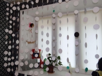Foto-8-Dekorativnja-shtora-na-okno-iz-kruzhkov-tkani