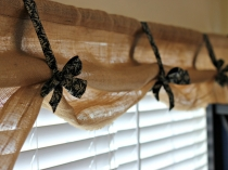 diy-burlap-kitchen-curtains-easily