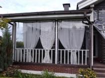 Foto-30-Shtory-dlja-besedok-i-verand-v-kombinacii-s-klassicheskimi-zanaveskami