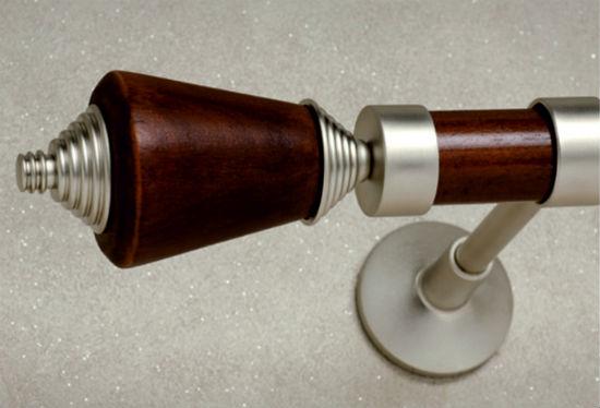 Карнизы из дерева в комбинации с металлом смотрятся интересно и выигрышно