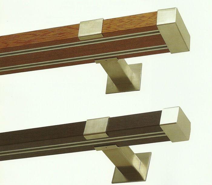 Современные профильные крепления для штор часто декорируются прочной пленкой, которая имитирует натуральные материалы, такие модели подходят под пол, мебель, наличники