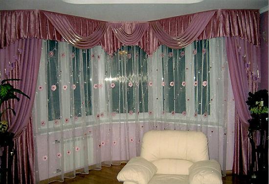 На фото показано, как правильно с помощью карнизов изменить пропорции помещения