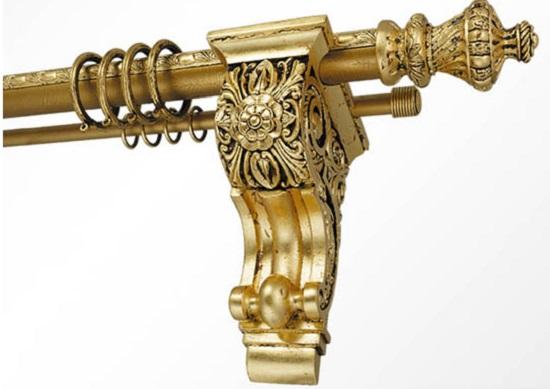 Оригинальный резной кронштейн может стать одним из ключевых элементов в стиле ренессанс