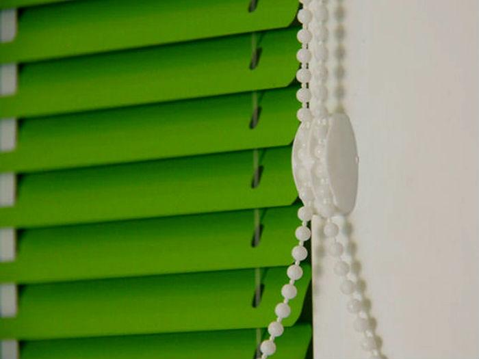 Чем тоньше ламель, тем больше жалюзи добавляют интерьеру графичности и строгих линий