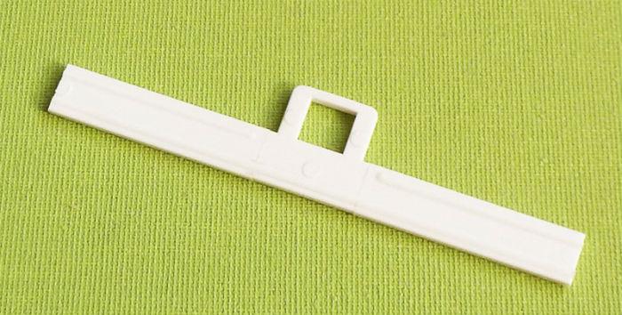 Фото-пример готовой вешалки для вертикальных ламелей