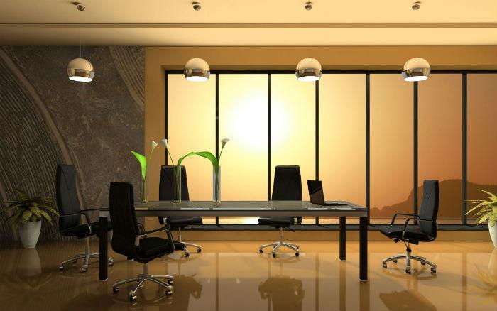 Ультрамодный интерьер офиса, оформленный рулонными жалюзи