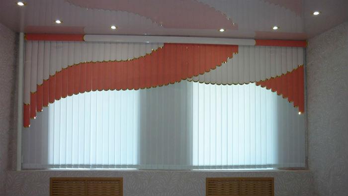 Вертикальные жалюзи на пластиковый профиль окна не ставят, их крепят на стену или потолок