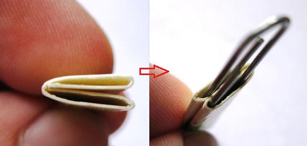 Пример, как правильно сложить бумажные заготовки и соединить их скрепками