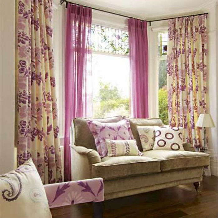 Тяжелые портьеры актуальны в больших гостиных и спальнях, в маленьких помещениях лучше отдать предпочтение легким тканям