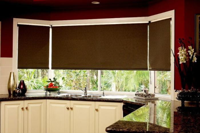 Автоматический привод заметно облегчает жизнь, не надо тянуться через предметы, чтобы открыть или закрыть шторы