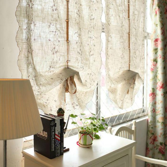 Легкие австрийские занавески из натуральных тканей великолепно подчеркивают колорит деревенского и изящество романтичного стилей