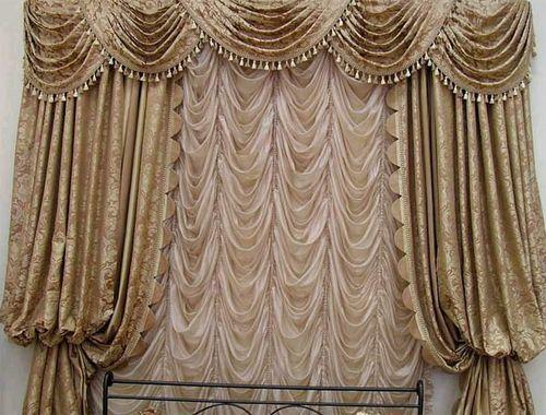 Такие шторы придадут помещению торжественный вид