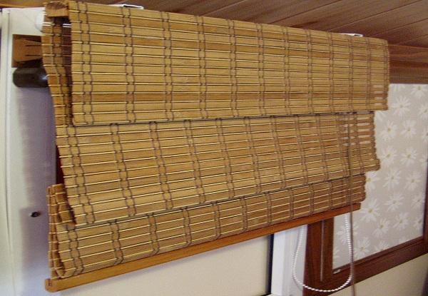 Римские шторы из бамбука имеют и достоинства и недостатки