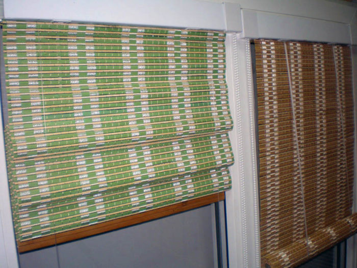 Типичная бамбуковая римская штора (слева) и бамбуковая рулонная (справа)