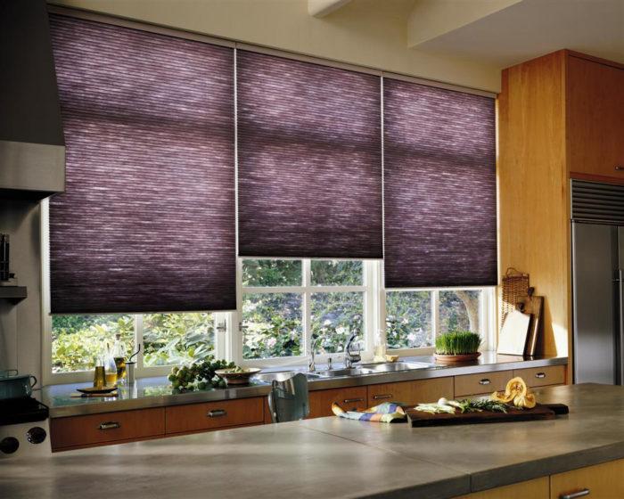 Применение римских фиолетовых штор в интерьере