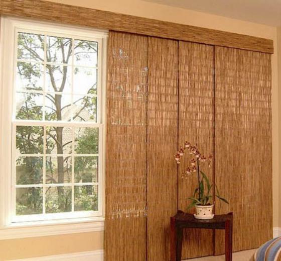 Японские шторы - это несколько слоев тонкой ткани, украшенной тонким спрессованным бамбуком