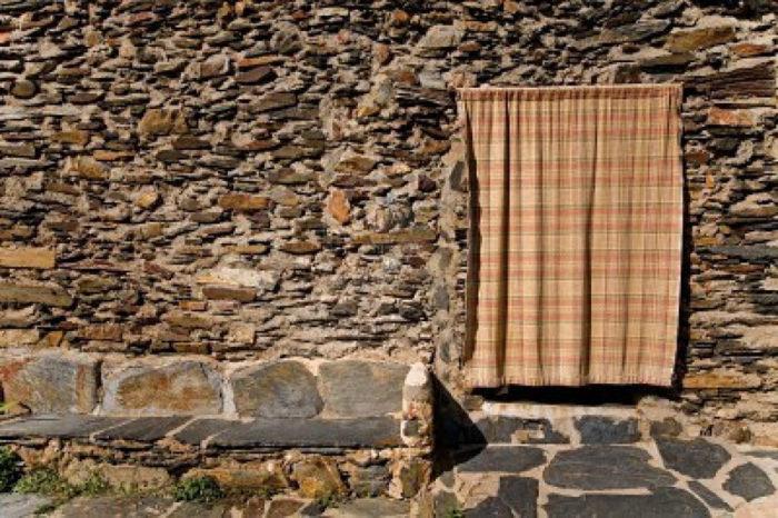 Люди используют шторы уже очень давно