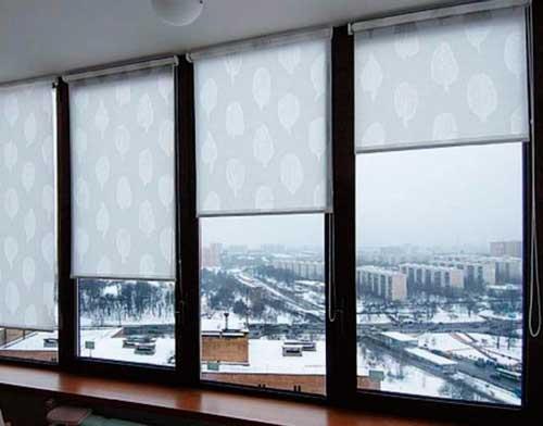 Ролл шторы на балконе