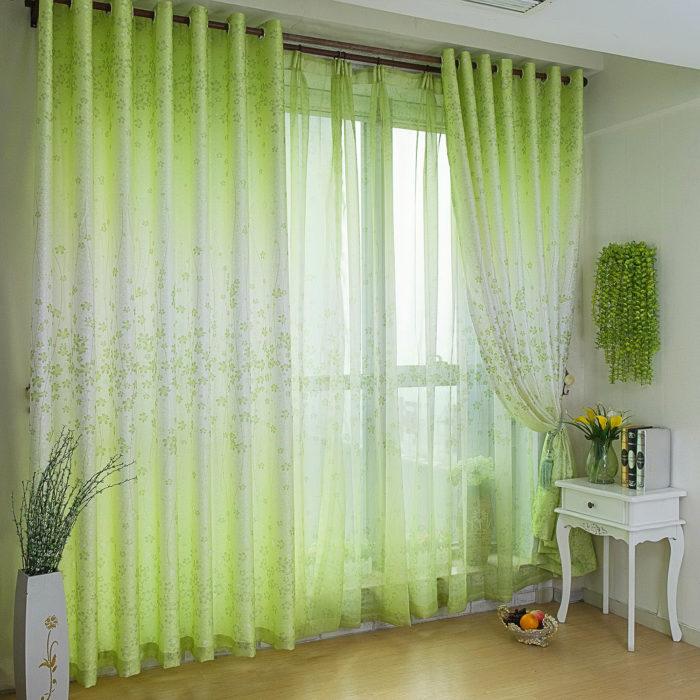 Зеленые занавески освежат вашу спальню