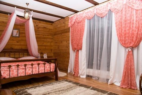 Шторы в спальне кантри