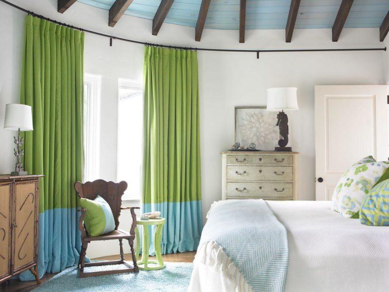 Комбинируем две шторы разных цветов на ФОТО примерах: бежевые, коричневые, белые…