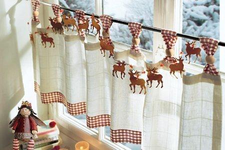 Животные мотивы, а также растительные и цветочные элементы – наиболее распространенные узоры штор в стиле «кафе»