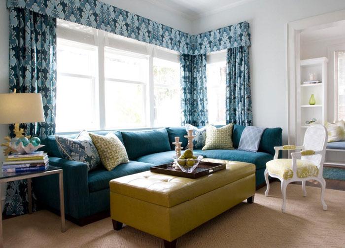 Фото зала с оригинальными гардинами цвета морской волны
