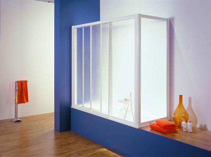 Пластиковая перегородка создаст ощущение камерности и уюта