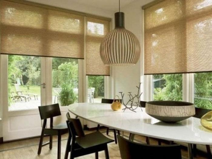 Бамбуковые занавески могут привнести нотки экзотики в интерьер вашей кухни
