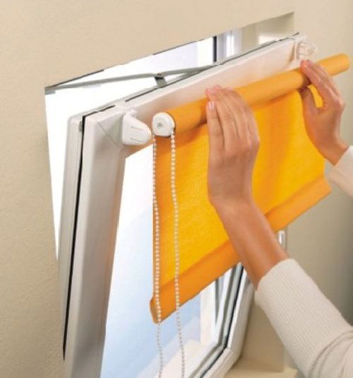 Рулонные шторы монтируются очень легко. Это может сделать каждый!