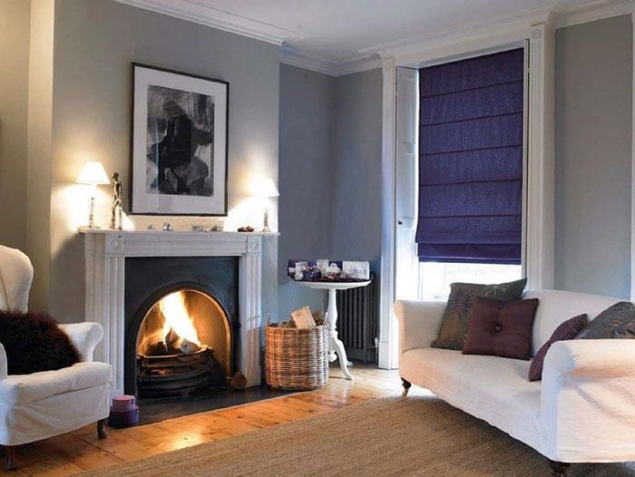 Если подобрать темные шторы, то гостиная заиграет по-новому