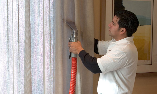 Чистка рулонных штор в домашних условиях